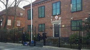 İsveç'te Türk Büyükelçiliğine boyalı saldırı
