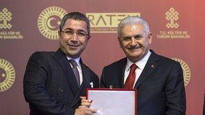 Habertürk TV'ye, 15 Temmuz FETÖ'cü darbeye karşı demokrasiden yana tutumu ve yayınlarından dolayı, Medya ve Demokrasi ödülü