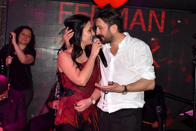 Ünlü şarkıcılar en güzel aşk şarkılarını sevgililer için söylediler