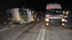 Çanakkale'de kaçakları taşıyan minibüs devrildi: 7 yaralı