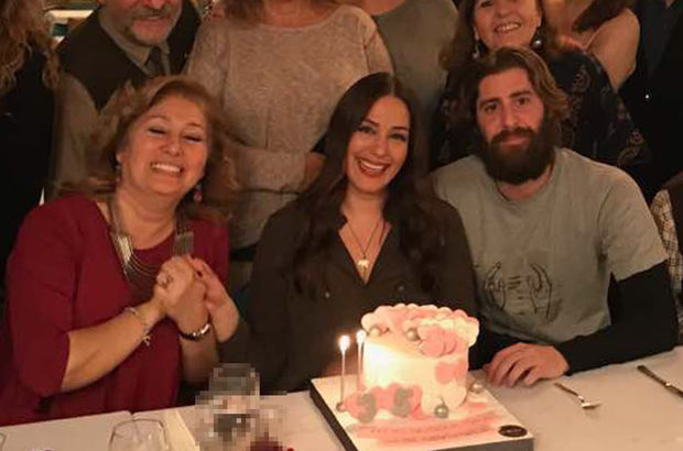 Sevgilisi Berkay Tahmaz'dan Özge Borak'a sürpriz parti