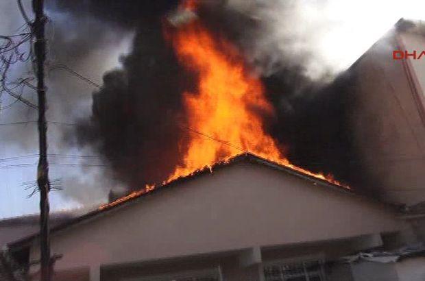 İstanbul Ataşehir'de bir gecekondunun çatısında çıkan yangın korkuttu