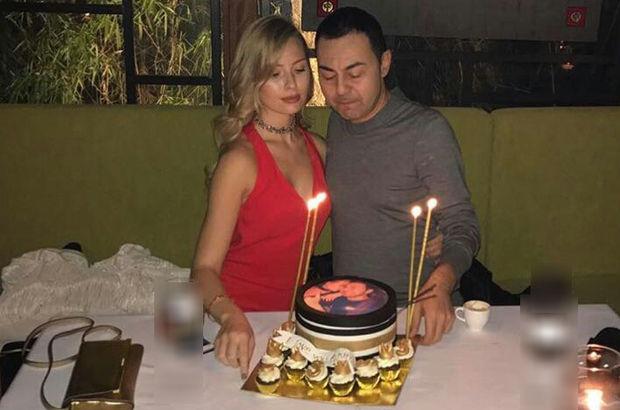Serdar Ortaç, eşi Chloe Loughnan'la romantik bir kutlama yaptı