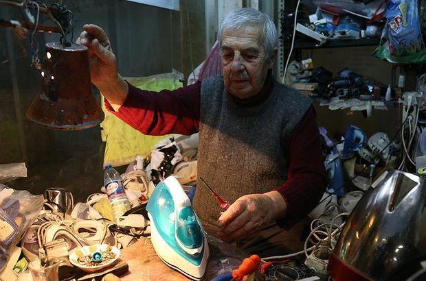 Sakarya'da 90 yaşındaki Ahmet Orhan Güranlıoğlu elektrikli ev aleti tamir ediyor