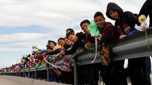Meksika sınırına 'etten duvar' ördüler