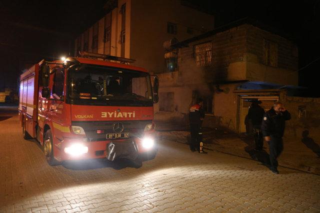 Adana'da cinayet zanlılarının annesinin evi kundaklandı