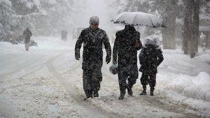 Afganistan'da 25 çocuk soğuk hava nedeniyle öldü