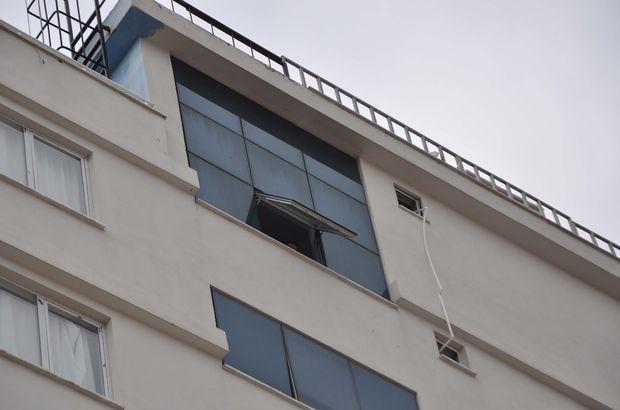 AVM penceresinden düşen 15 yaşındaki kız hayatını kaybetti