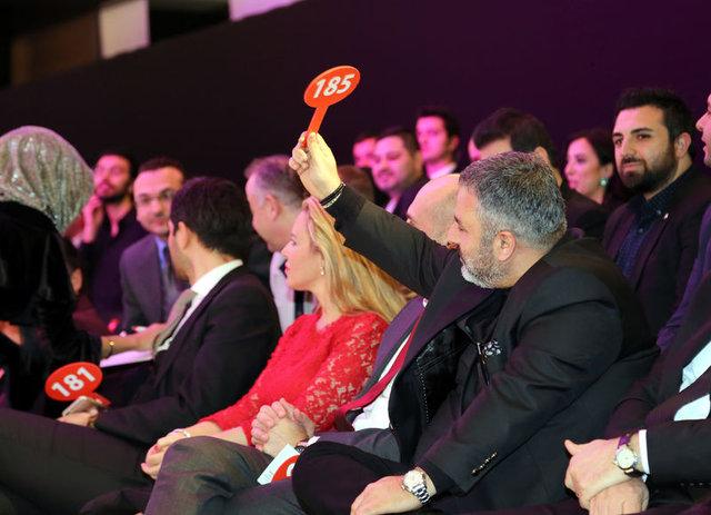 Türk Kızılayı İstanbul Şubesi'nin gecesinde bağış rekoru