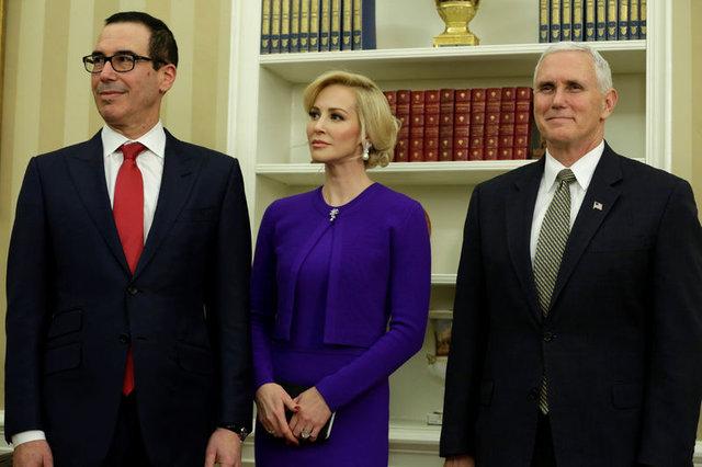 ABD, bakanın nişanlısının oynadığı cesur sahneleri konuşuyor!