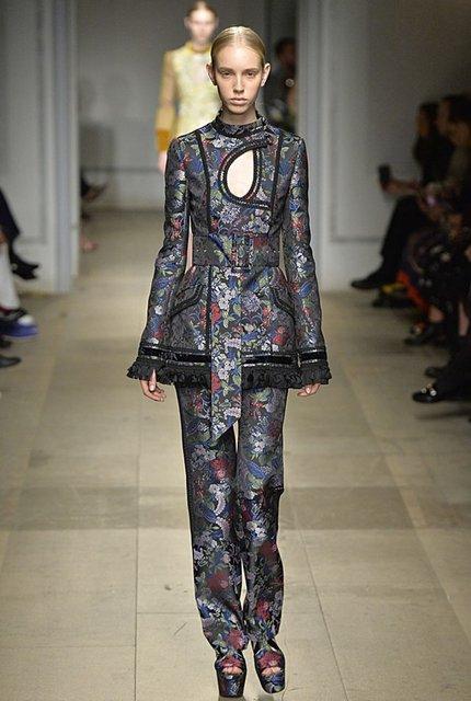 Erdem Moralıoğlu'ndan Londra Moda Haftası'na Osmanlı çıkartması