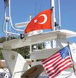 Türk bayrağına geçişi yaygınlaştırmak için yabancı bayraklı yata konaklama sınırı geliyor. Yabancı bayraklı yatlar yılda en fazla 90 ya da 120 gün Türk limanlarında kalabilecek, yılın kalanını yurtdışında geçirmek zorunda kalacak