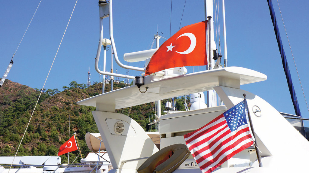 Türk bayrağı taşımayan dışarıda 'yat'acak!