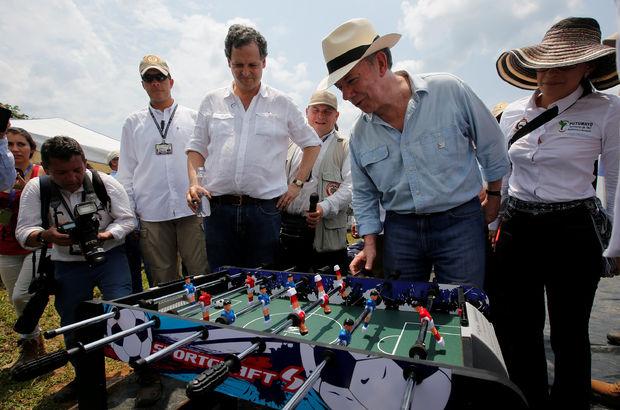 Santos, FARC militanlarının silah bırakma alanlarını ziyaret etti