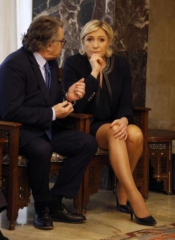 Le Pen binayı terk etti