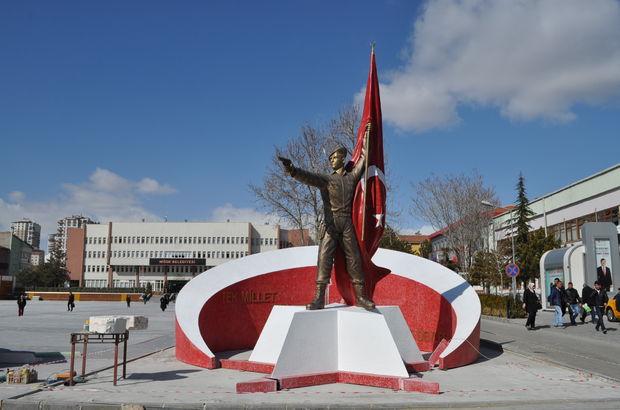 Şehit Ömer Halisdemir'in heykeli Niğde'ye dikildi