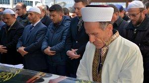 Zehirlenerek ölen yaşlı çiftin cenaze namazını imam oğulları kıldırdı