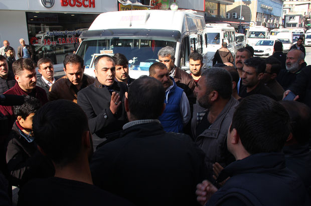 Adana'da şoförler yolu trafiğe kapattı