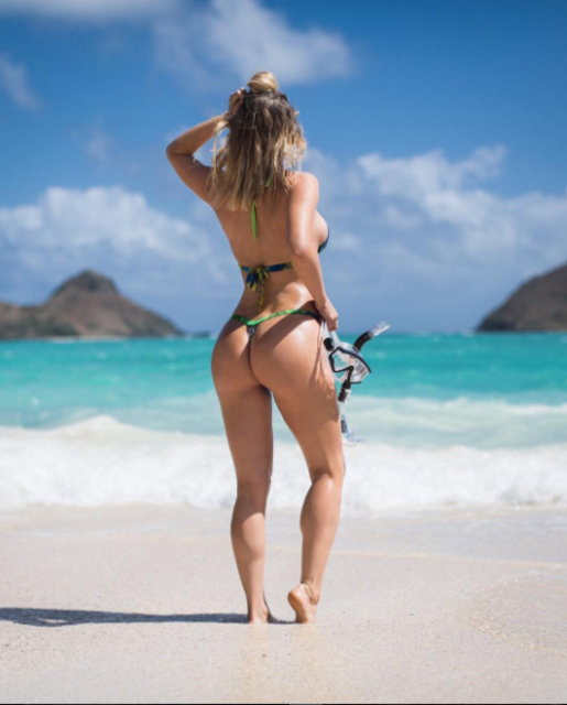 Playboy modeli Sara tangalı doğa fotoğraflarıyla internet fenomeni oldu!
