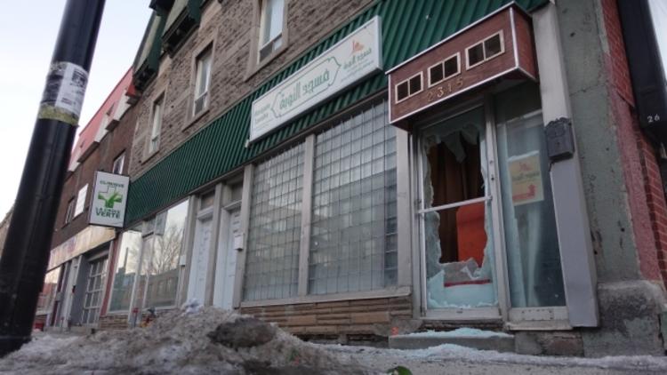 Kanada'da mescide taşlı saldırı