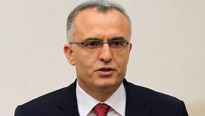 Maliye Bakanı Naci Ağbal açıklamalarda bulunuyor