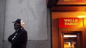 Sahte hesap skandalı 4 banka yöneticisini görevinden etti