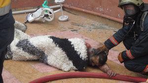 Kartal'daki yangında alevler arasında kalan Mahmut Kocabaş son anda kurtarıldı