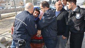İzmir'de polisin elinden kaçan cezaevi firarisi adliyeyi birbirine kattı