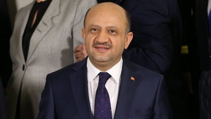 Milli Savunma Bakanı Işık: Başörtüsü yasağı Türkiye'de sorun olmaktan tamamen çıkmış oldu