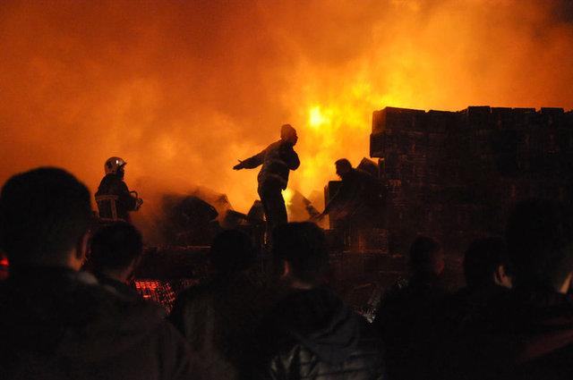 Bursa'da soğuk hava deposunda yangın! Mahalleli de seferber oldu