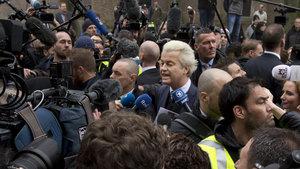 Müslüman karşıtı liderin koruması 'köstebek' çıktı!