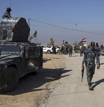 Irak ordusu Musul havalimanını geri aldı!