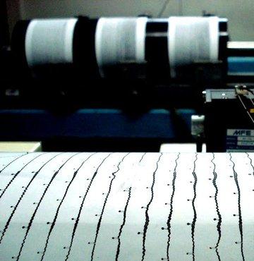 Kandilli Rasathanesi ve Deprem Araştırma Enstitüsü (KRDAE) tespitine göre Çanakkale