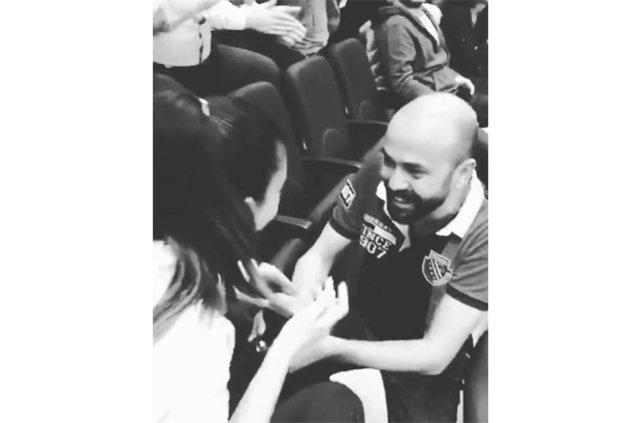Sarp Akkaya sevgilisi Sinem Yalçınkaya'ya evlenme teklif etti