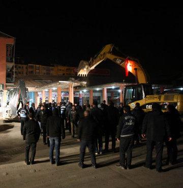 Malatya Büyükşehir Belediyesi ekiplerince eski Köy Garajı
