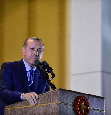 """Cumhurbaşkanı, herkes üzerine düşeni yapmalı mesajını vererek, """"Çalışacaksınız"""" dedi. Erdoğan, herkesin seçim bölgelerinde ve gittikleri illerde nelerin değişeceğini çok iyi anlatmalarını istedi"""