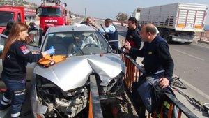 Mersin'de köprü korkulukları önce araca sonra sürücüsüne saplandı