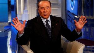 Berlusconi kendisiyle 'bir öğle yemeği'ni açık artırmaya çıkardı