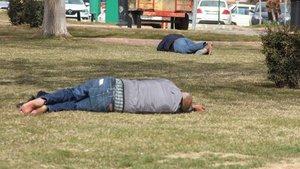 Gaziantep'te vatandaşlar, parklarda güneşin tadını çıkardı