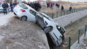 Burdur'da çarpışan araçlar öğrencilerin arasına daldı: 6 yaralı