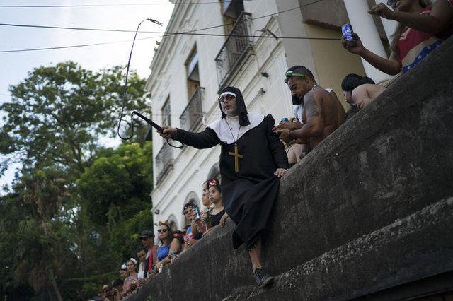 Rio Karnavalı krizlerin gölgesinde başladı!