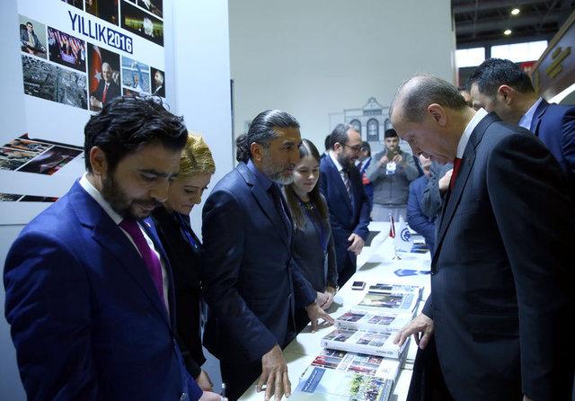 Cumhurbaşkanı Recep Tayyip Erdoğan torunlarına kitap aldı
