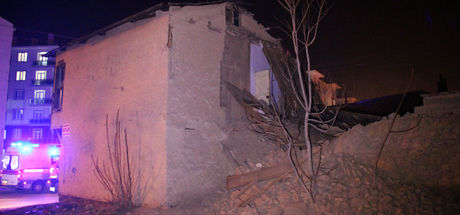 Suriyeli ailenin kaldığı evin çatısı çöktü