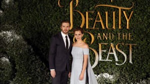 "Emma Watson, ""Güzel ve Çirkin"" galasında nefes kesti"