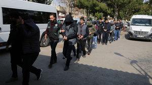 Adana'da sosyeteye uyuşturucu temin eden satıcılara baskın