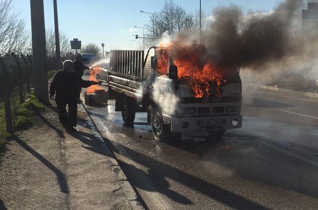 Bursa'da korkutan yangın! Kamyonet alev alev yandı, sürücüsü canını zor kurtardı