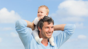 Yeni baba olan çalışana 6 ay boyunca yarım gün izin verilecek