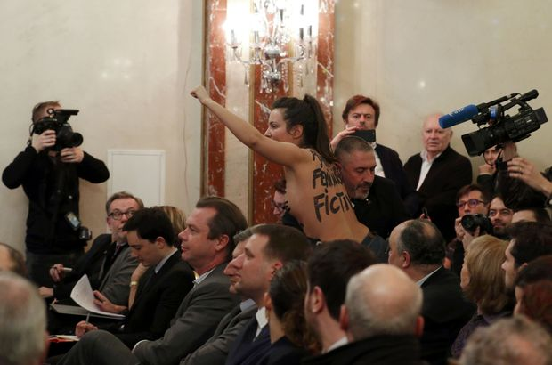 Le Pen'e FEMEN protestosu!