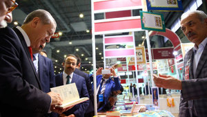 Cumhurbaşkanı Erdoğan torunlarına kitap aldı