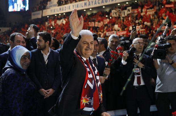 Binali Yıldırım, AK Parti'nin referandum startını Ankara Arena'da verdi